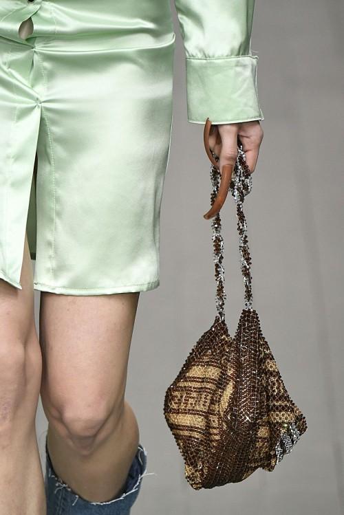 Loạt túi xách tại London Fashion Week hứa hẹn sẽ gây sốt đầu năm 2018 - Ảnh 8.