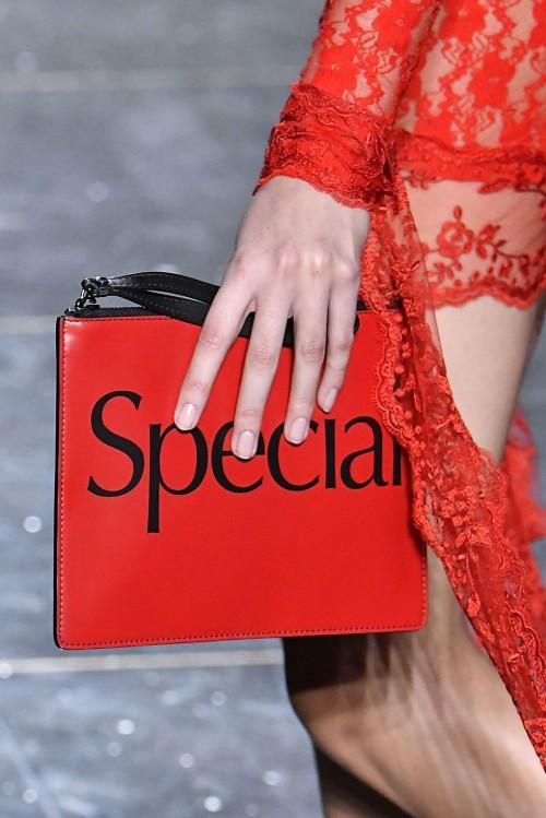 Loạt túi xách tại London Fashion Week hứa hẹn sẽ gây sốt đầu năm 2018 - Ảnh 10.
