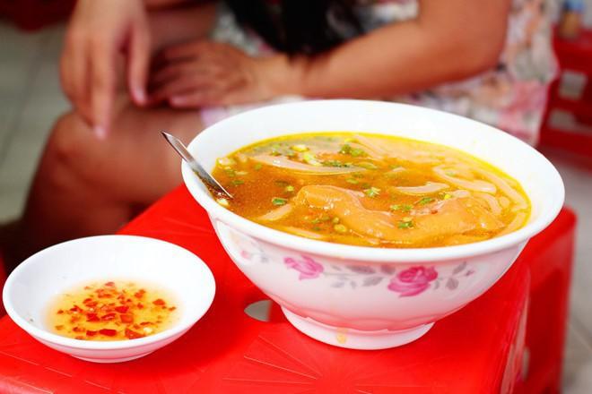 Sài Gòn có những quán ăn khiến khách chóng mặt vì tốc độ bán hàng, không nhanh sẽ nhận ngay vé chúc may mắn lần sau - Ảnh 4.