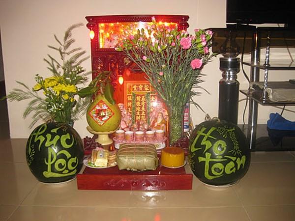 Bàn thờ Thần tài phải đặt đúng thì tài lộc mới dồi dào, may mắn ngập tràn trong năm mới - Ảnh 1.