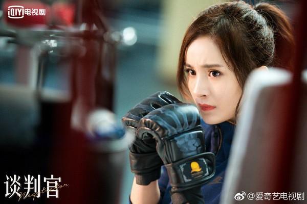Phim thì xịt nhưng style của Dương Mịch trong Người đàm phán lại được fan thích mê - Ảnh 13.