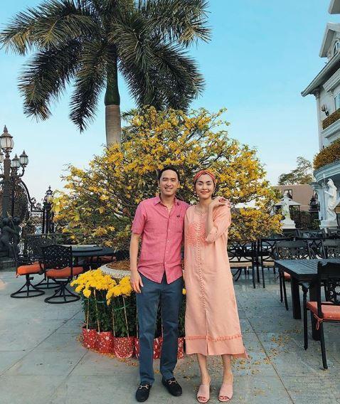Tăng Thanh Hà diện áo đôi với Louis Nguyễn, hạnh phúc đi du lịch ngày đầu năm mặc tin đồn bầu bí - Ảnh 2.