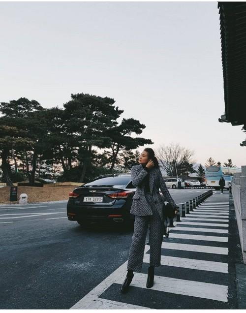 Năm 2018, Thanh Hằng, Kỳ Duyên chứng tỏ quần càng loe càng được ưa chuộng - Ảnh 4.