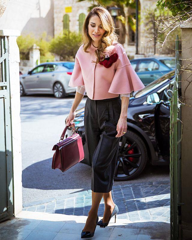 Ngoài Công nương Kate, còn có Hoàng hậu Rania của Vương quốc Jordan vừa xinh lại vừa mặc đẹp miễn chê - Ảnh 13.