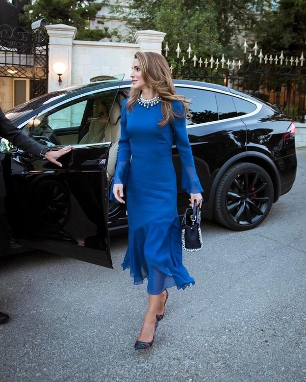 Ngoài Công nương Kate, còn có Hoàng hậu Rania của Vương quốc Jordan vừa xinh lại vừa mặc đẹp miễn chê - Ảnh 14.