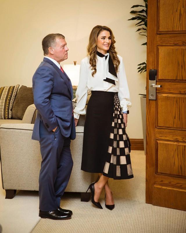 Ngoài Công nương Kate, còn có Hoàng hậu Rania của Vương quốc Jordan vừa xinh lại vừa mặc đẹp miễn chê - Ảnh 12.