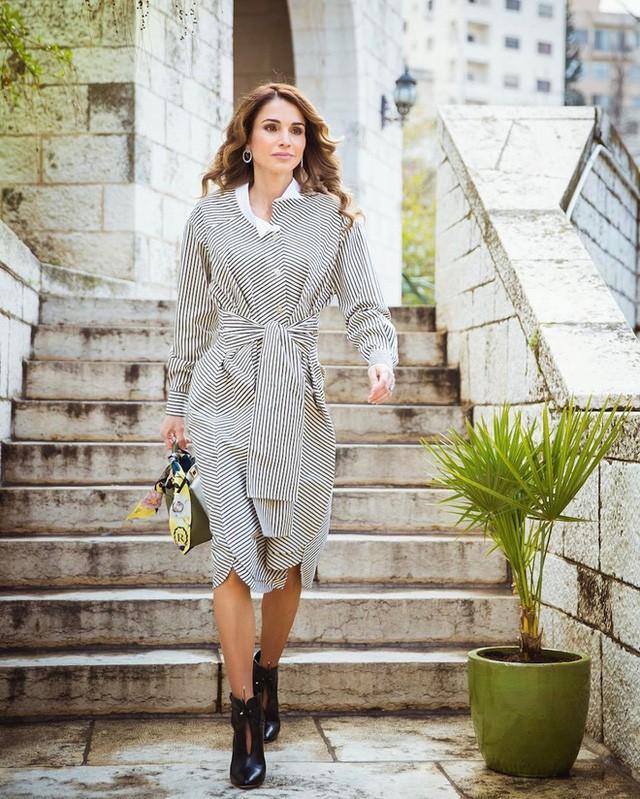 Ngoài Công nương Kate, còn có Hoàng hậu Rania của Vương quốc Jordan vừa xinh lại vừa mặc đẹp miễn chê - Ảnh 17.