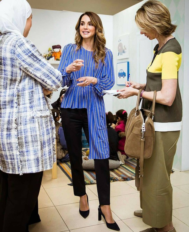 Ngoài Công nương Kate, còn có Hoàng hậu Rania của Vương quốc Jordan vừa xinh lại vừa mặc đẹp miễn chê - Ảnh 19.