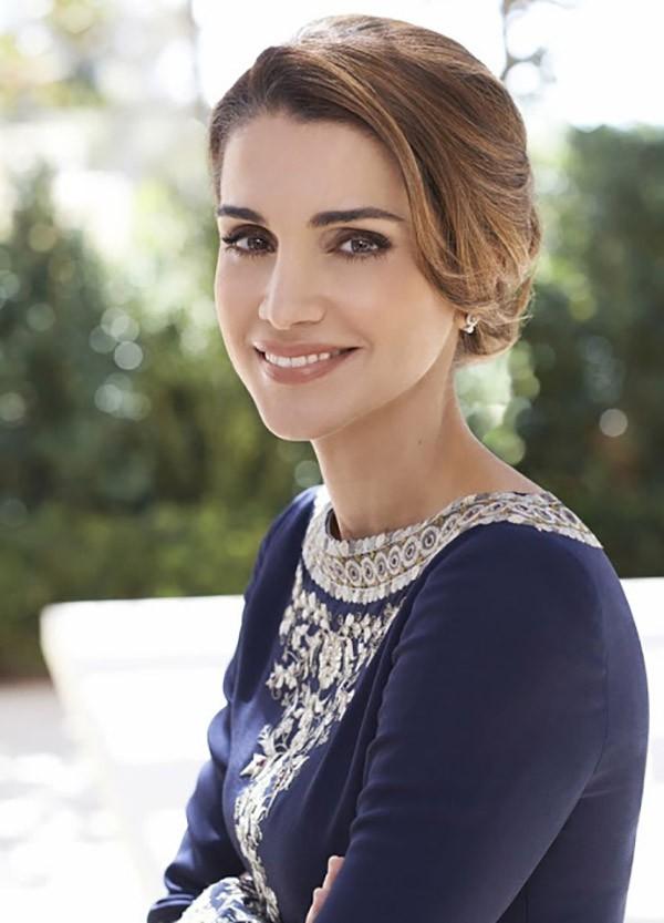 Ngoài Công nương Kate, còn có Hoàng hậu Rania của Vương quốc Jordan vừa xinh lại vừa mặc đẹp miễn chê - Ảnh 5.