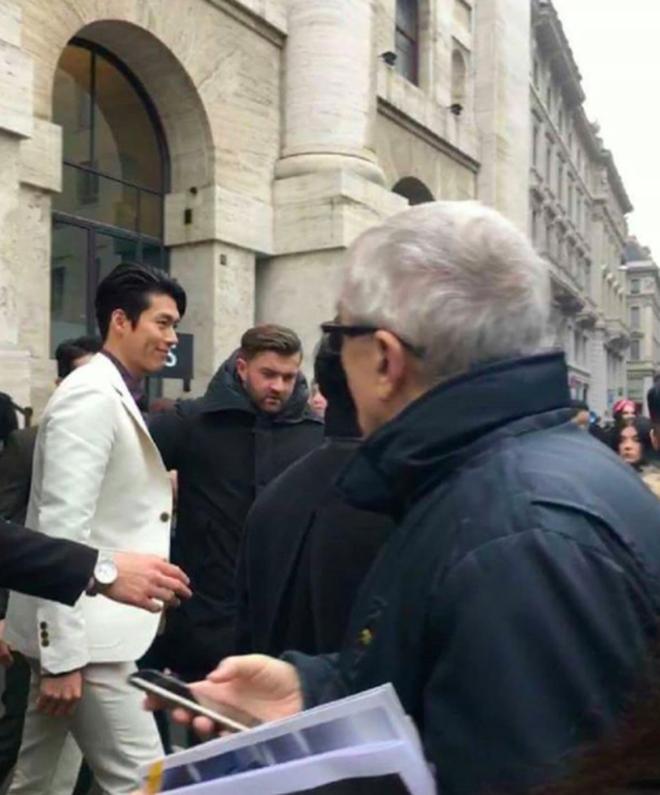 Hyun Bin thần thái ngút trời trên ghế đầu show thời trang tại Milan Fashion Week - Ảnh 5.