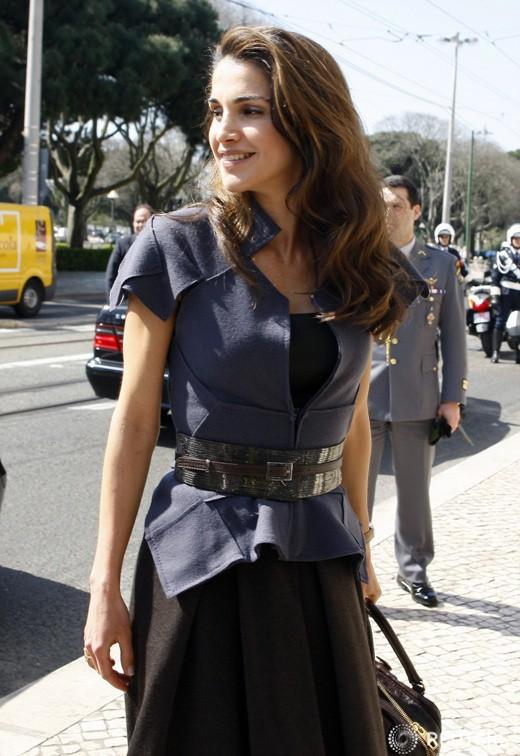Ngoài Công nương Kate, còn có Hoàng hậu Rania của Vương quốc Jordan vừa xinh lại vừa mặc đẹp miễn chê - Ảnh 7.