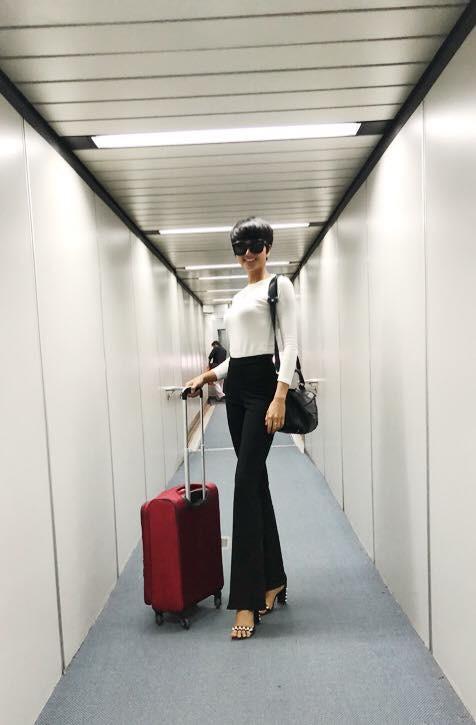 Học ngay kỹ nghệ kéo dài chân của Hoa hậu HHen Niê: đã mặc quần là phải quần cạp cao - Ảnh 1.