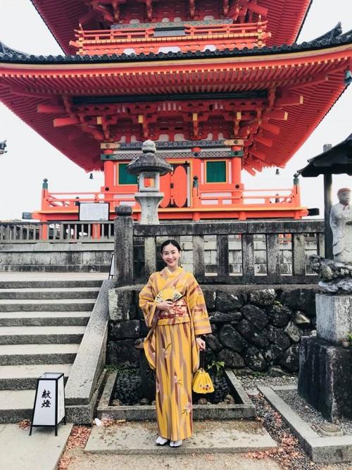 'Thánh đụng hàng' Hà Thu khoe street style lạ lẫm với kimono ở Nhật Bản - Ảnh 3.