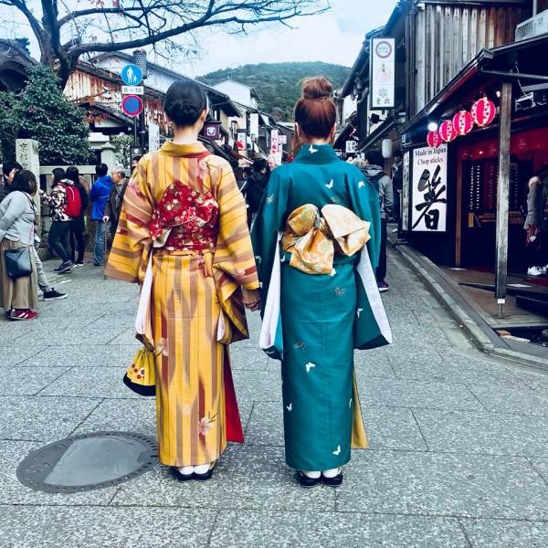 'Thánh đụng hàng' Hà Thu khoe street style lạ lẫm với kimono ở Nhật Bản - Ảnh 4.