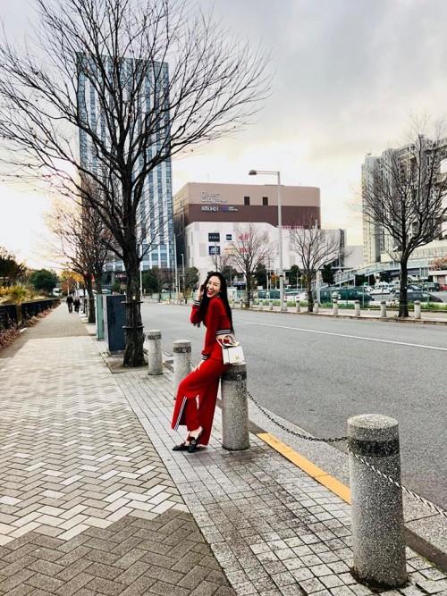 'Thánh đụng hàng' Hà Thu khoe street style lạ lẫm với kimono ở Nhật Bản - Ảnh 6.