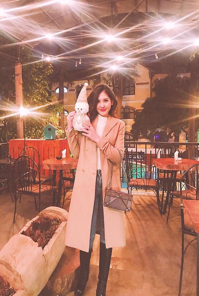 Chân dung cô em nóng bỏng của Hoa hậu nhà giàu Jolie Nguyễn - Ảnh 14.