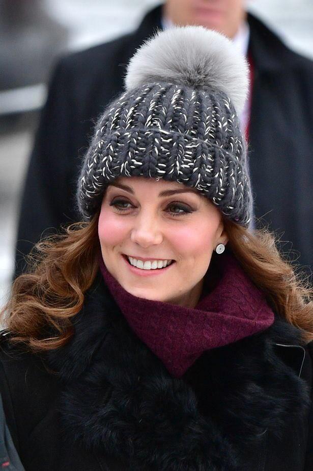 Công nương Kate Middleton bị phản đối vì diện mũ làm từ lông thú - Ảnh 2.