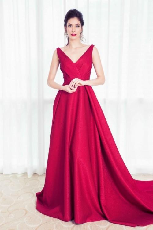 Đụng hàng với Hoa hậu đẹp nhất Thế giới 2008, Kỳ Duyên vẫn quyến rũ và đẳng cấp vô cùng - Ảnh 2.