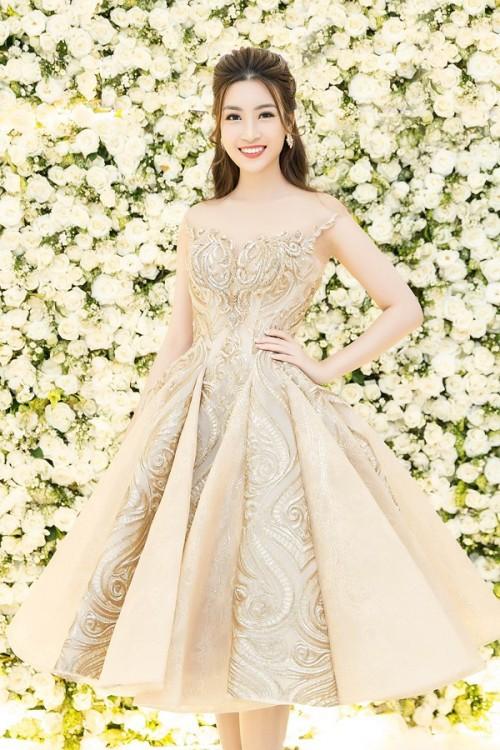 'Người đẹp vì lụa' quả không sai! Đỗ Mỹ Linh trở thành biểu tượng thời trang Việt nhờ loạt váy áo này - Ảnh 11.