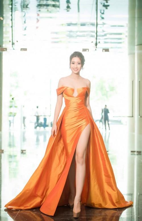 'Người đẹp vì lụa' quả không sai! Đỗ Mỹ Linh trở thành biểu tượng thời trang Việt nhờ loạt váy áo này - Ảnh 14.