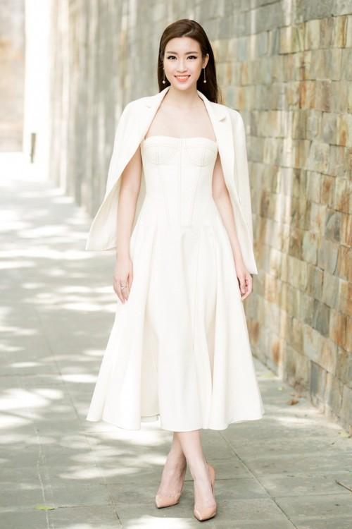 'Người đẹp vì lụa' quả không sai! Đỗ Mỹ Linh trở thành biểu tượng thời trang Việt nhờ loạt váy áo này - Ảnh 16.