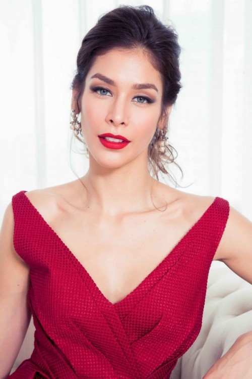 Đụng hàng với Hoa hậu đẹp nhất Thế giới 2008, Kỳ Duyên vẫn quyến rũ và đẳng cấp vô cùng - Ảnh 3.