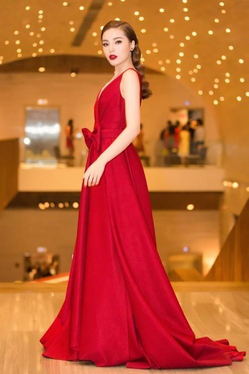 Đụng hàng với Hoa hậu đẹp nhất Thế giới 2008, Kỳ Duyên vẫn quyến rũ và đẳng cấp vô cùng - Ảnh 4.