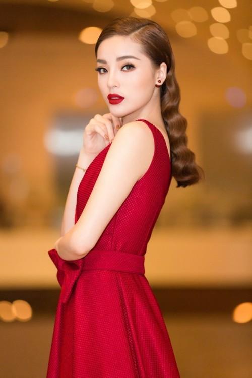 Đụng hàng với Hoa hậu đẹp nhất Thế giới 2008, Kỳ Duyên vẫn quyến rũ và đẳng cấp vô cùng - Ảnh 6.