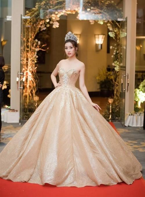 'Người đẹp vì lụa' quả không sai! Đỗ Mỹ Linh trở thành biểu tượng thời trang Việt nhờ loạt váy áo này - Ảnh 9.