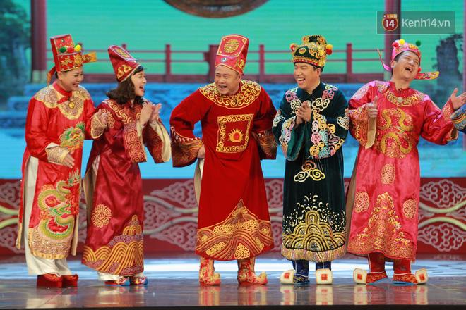 Chùm ảnh đẹp: Cận cảnh dàn nghệ sĩ trên sân khấu hoành tráng của Táo Quân 2018 - Ảnh 2.