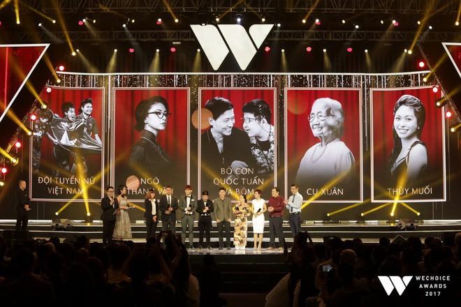 Nguồn cảm hứng màu đỏ từ U23 Việt Nam khiến sân khấu WeChoice Awards bùng nổ - Ảnh 1.