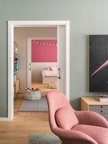 Căn hộ ấm áp nhờ biết cách sử dụng nội thất gỗ - Ảnh 5.