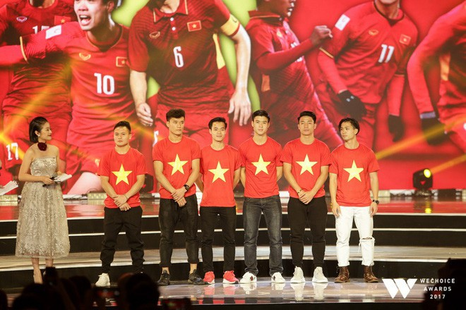 Nguồn cảm hứng màu đỏ từ U23 Việt Nam khiến sân khấu WeChoice Awards bùng nổ - Ảnh 5.