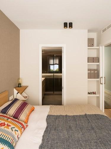 Căn hộ ấm áp nhờ biết cách sử dụng nội thất gỗ - Ảnh 9.