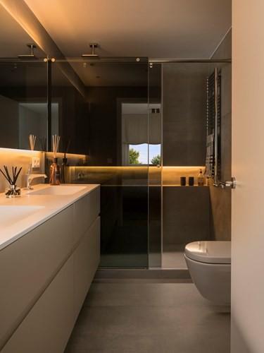 Căn hộ ấm áp nhờ biết cách sử dụng nội thất gỗ - Ảnh 10.