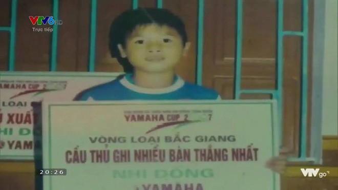 Hình ảnh hồi bé của cầu thủ U23 khiến HLV Park Hang Seo đau đầu trên sân khấu giao lưu - Ảnh 3.