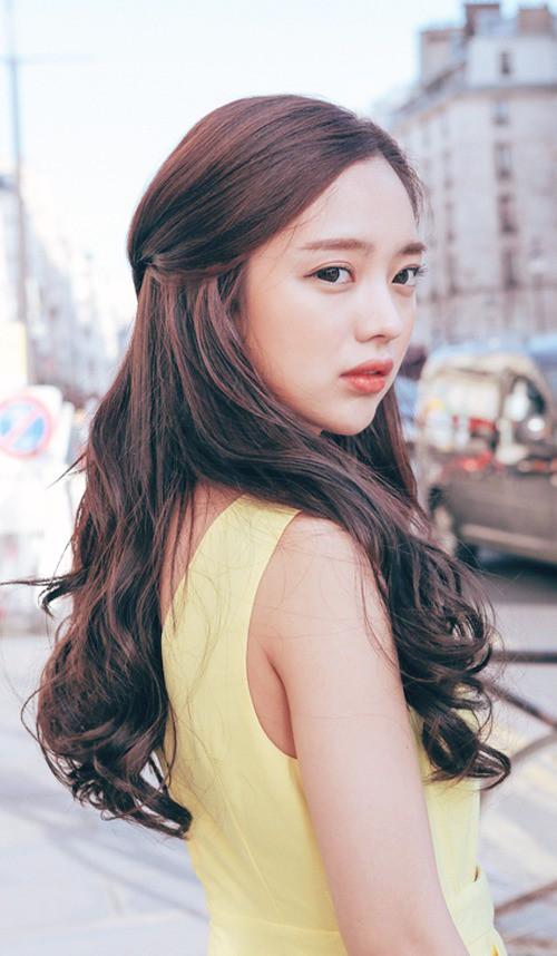 5 kiểu tóc đẹp giúp các nàng ăn gian đến cả chục tuổi vào dịp Tết - Ảnh 4.