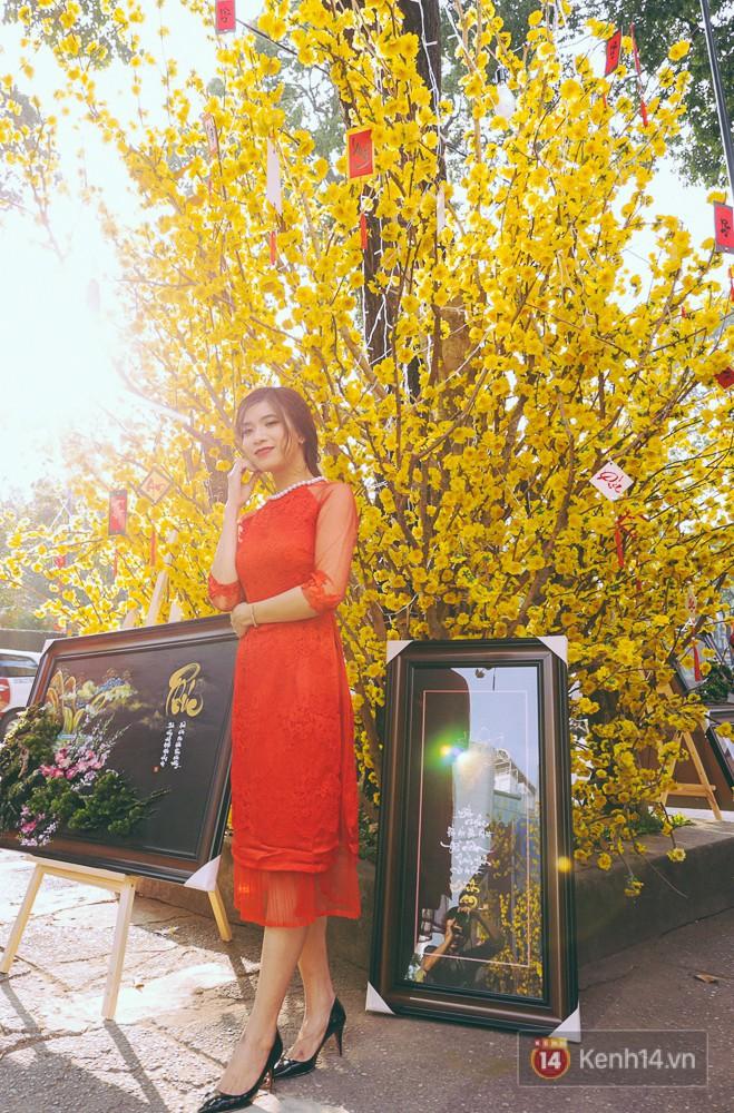 Nhiều người kiếm tiền triệu mỗi ngày nhờ cho thuê áo dài Tết chụp hình tại phố ông đồ Sài Gòn - Ảnh 18.