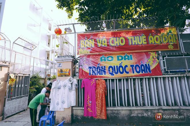 Nhiều người kiếm tiền triệu mỗi ngày nhờ cho thuê áo dài Tết chụp hình tại phố ông đồ Sài Gòn - Ảnh 5.