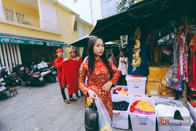 Nhiều người kiếm tiền triệu mỗi ngày nhờ cho thuê áo dài Tết chụp hình tại phố ông đồ Sài Gòn - Ảnh 6.