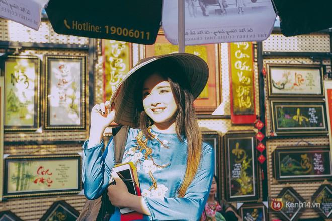 Nhiều người kiếm tiền triệu mỗi ngày nhờ cho thuê áo dài Tết chụp hình tại phố ông đồ Sài Gòn - Ảnh 10.