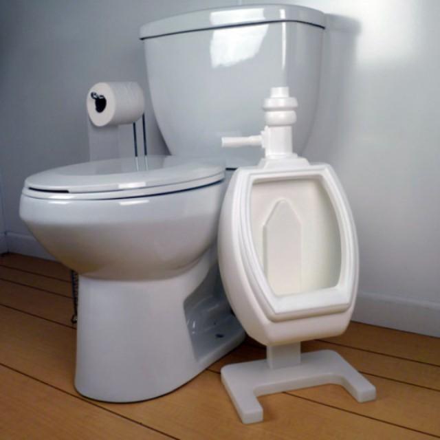 Con hào hứng, tự lập đi vệ sinh đúng chỗ nhờ bồn đi tiểu ngộ nghĩnh - Ảnh 5.
