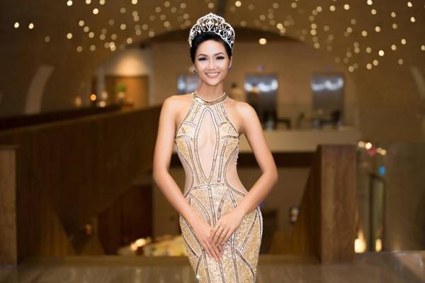 H'Hen Niê xuất hiện tựa 'nữ thần' với váy áo xuyên thấu gợi cảm tại sự kiện - Ảnh 5.