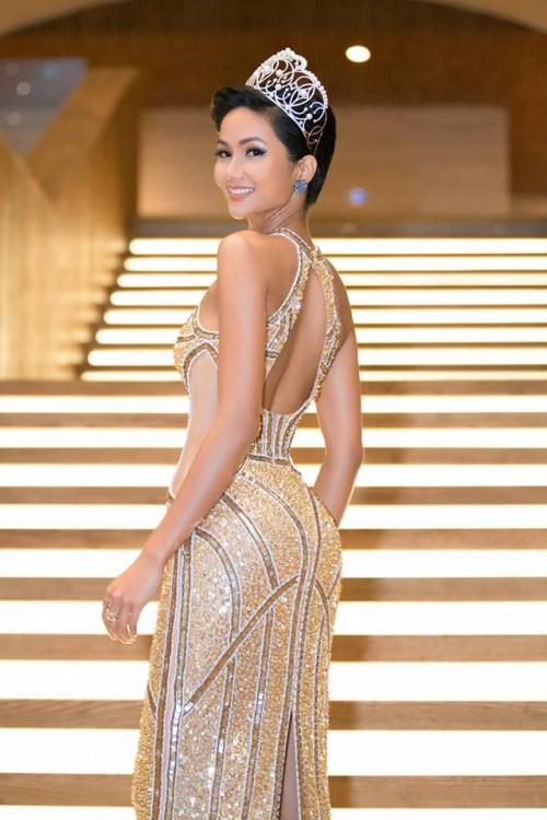 H'Hen Niê xuất hiện tựa 'nữ thần' với váy áo xuyên thấu gợi cảm tại sự kiện - Ảnh 7.