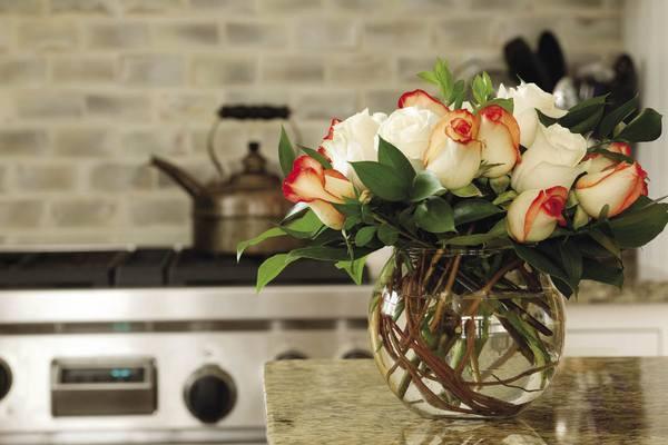 Tết này muốn giữ hoa tươi lâu gấp 2 lần, chị em nhất định đừng bỏ qua vài mẹo nhỏ mà có võ này - Ảnh 1.