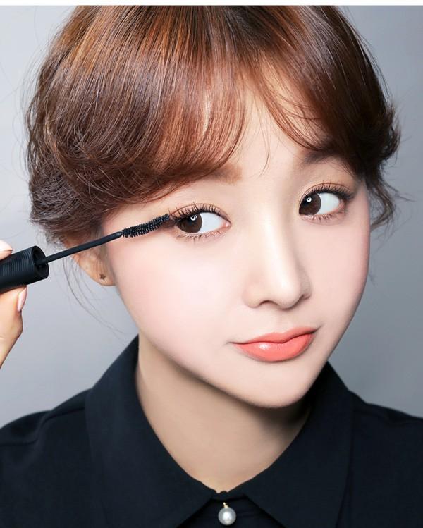 7 cây mascara an toàn cả với những đôi mắt nhạy cảm dễ kích ứng nhất - Ảnh 1.