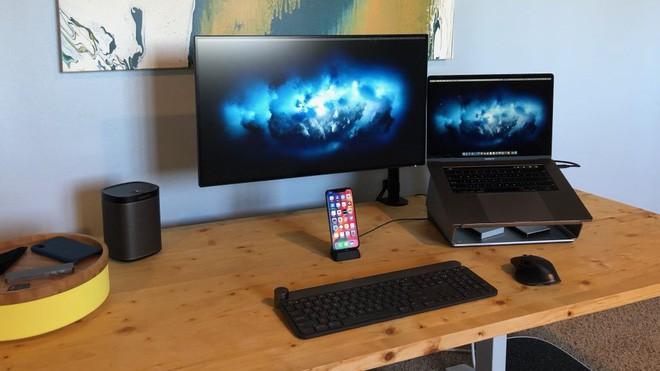 Gợi ý 2 cách bày biện bàn làm việc tại nhà theo phong cách tối giản tuyệt đẹp - Ảnh 1.