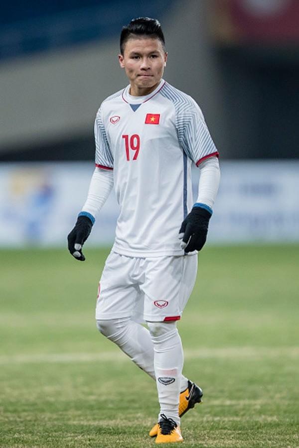 Chàng cầu thủ ghi 2 bàn cho U23, không chỉ là người hùng trên sân cỏ mà ngoài đời còn là chàng soái ca chăm diện đồ đôi với bạn gái - Ảnh 2.