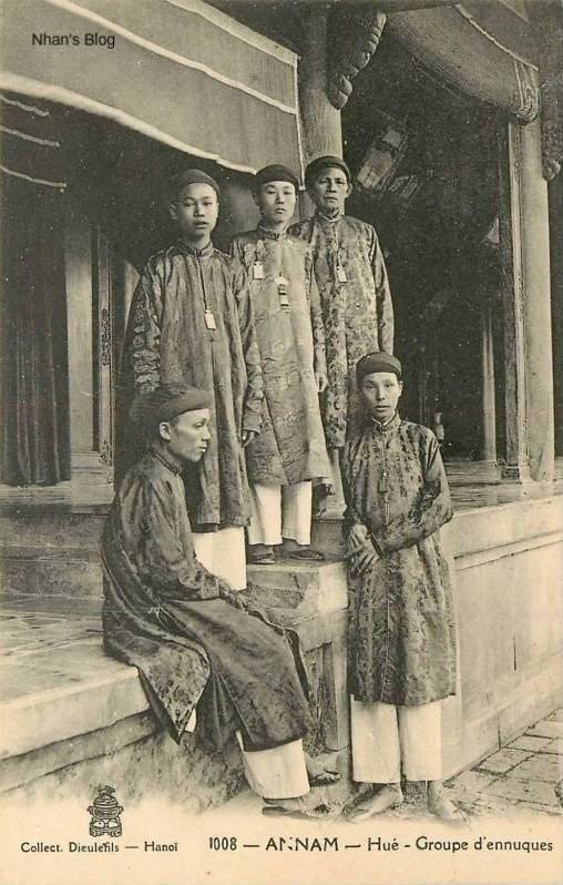 Thái giám trong cung đình Việt Nam xưa: Chịu đau đớn tịnh thân từ nhỏ, về già sống hiu quạnh, chết bên cạnh chẳng một người thân - Ảnh 3.