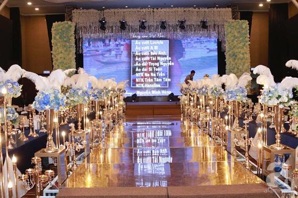 Cận cảnh không gian đám cưới lộng lẫy của Lâm Khánh Chi và chồng kém 8 tuổi - Ảnh 2.